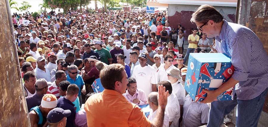 Guillermo Lasso entregó ayuda solidaria en Muisne