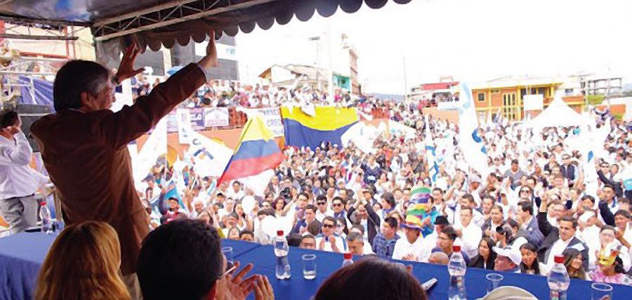 Lasso acude a evento masivo en Azogues y se compromete a reducir los impuestos