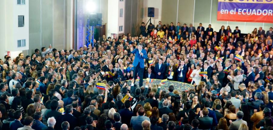 Lasso recibe masivo apoyo de quiteños durante conversatorio ciudadano