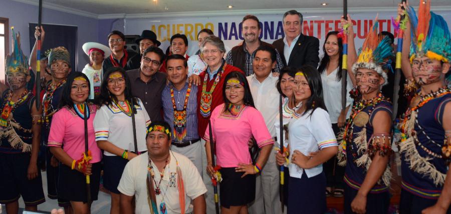 Lasso firmó el Acuerdo Nacional Intercultural con la FEINE