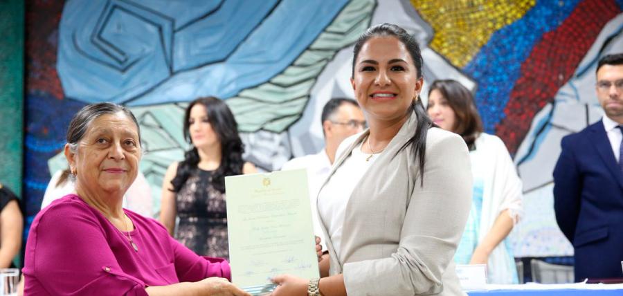 Asambleísta Tanlly Vera recibió su credencial