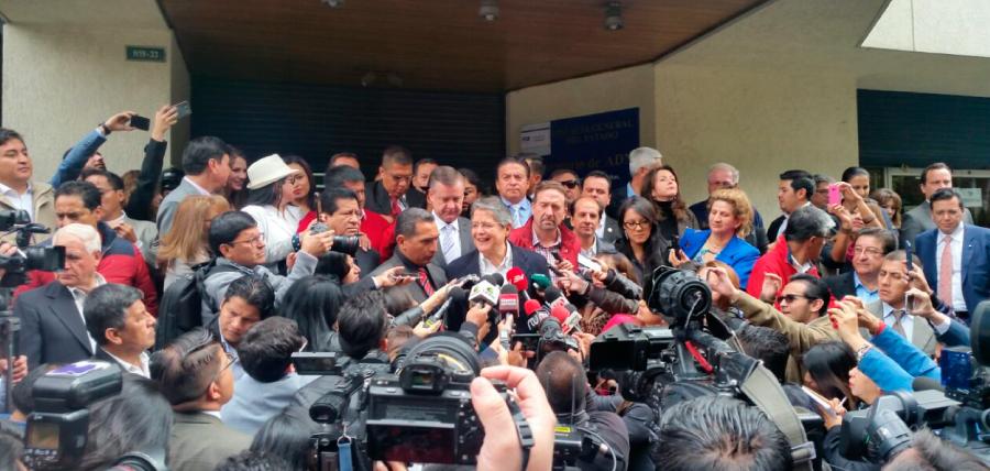 Lasso acudió a Fiscalía para enfrentar la persecución de Alianza País