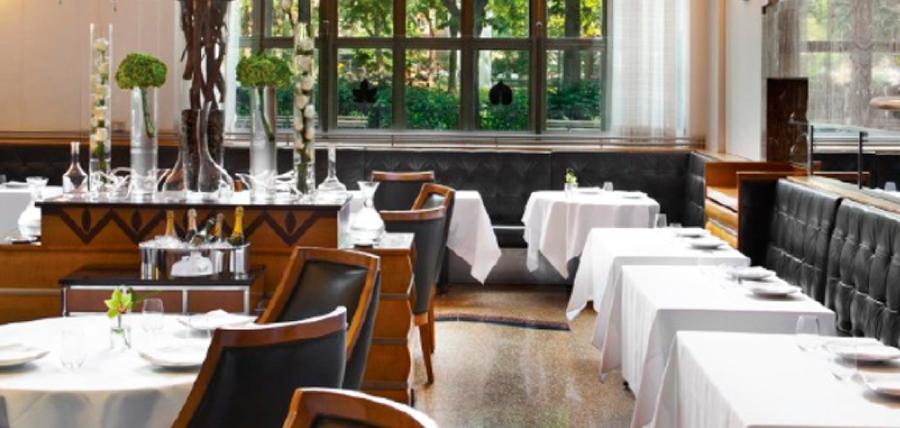 En la economía de la «mesa servida» correísta, restaurantes y hoteles siguen en rojo