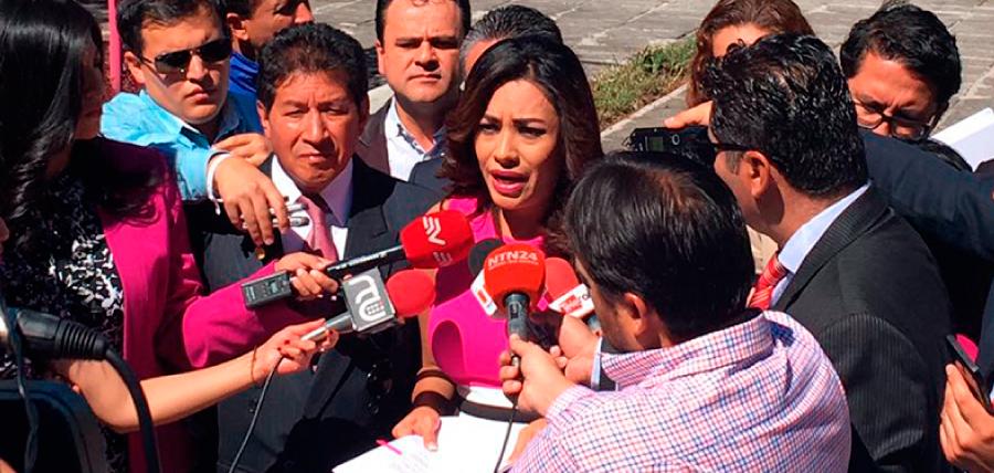 Jeannine Cruz denuncia penalmente a Glas por corrupción y pide que se prohíba su salida del país