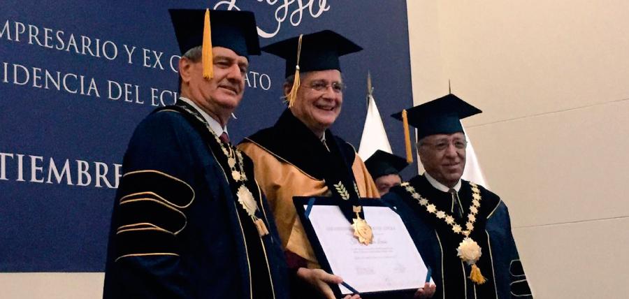 La Universidad San Ignacio de Loyola otorgó un doctorado honoris causa a Guillermo Lasso en Lima