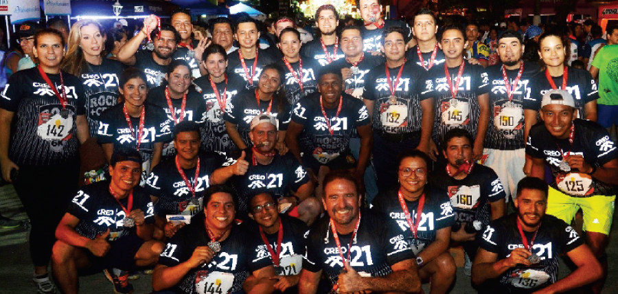Jóvenes CREO presente en la carrera nocturna organizada por Diario El Universo en Guayaquil