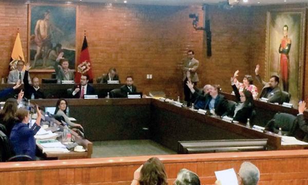 Aprobada ordenanza para reducir contaminación en Quito propuesta por el Vice Alcalde de CREO