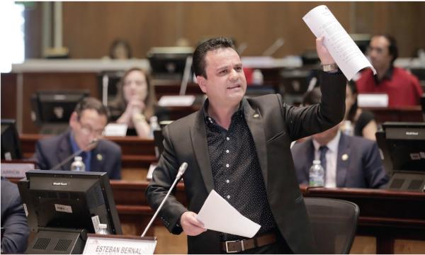 Bernal presentó propuesta de enmienda para la lucha contra la corrupción