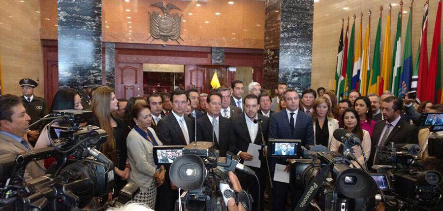 CREO  y  oposición presentaron firmas para  nuevo Juicio Político a Glas