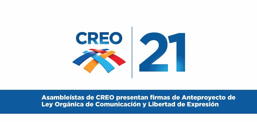 Asambleístas de CREO presentan firmas de Anteproyecto de Ley Orgánica de Comunicación y Libertad de Expresión