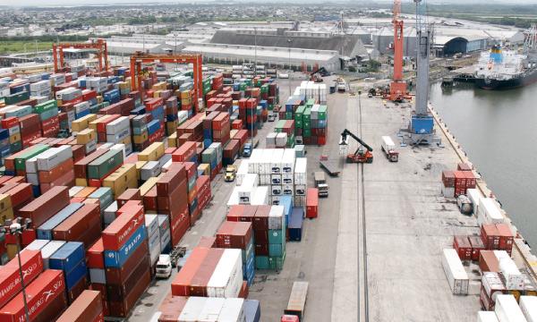 """Gobierno desconoce su deuda a los exportadores y anuncia que no pagará el """"drawback"""" acordado"""