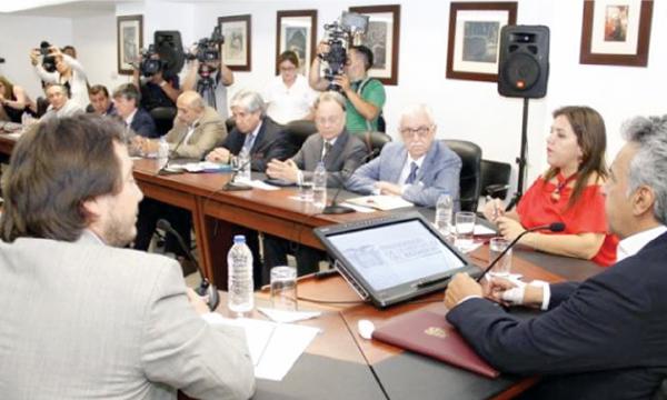 Gobierno de Moreno le aplica la estrategia Mangas al grupo de economistas