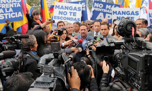 Las denuncias de CREO contra Mangas y Correa siguen congeladas en la Fiscalía