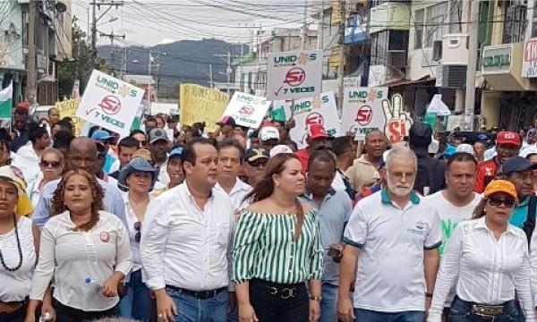 Asambleísta de CREO acompaña protesta ante la contaminación del Río Esmeraldas