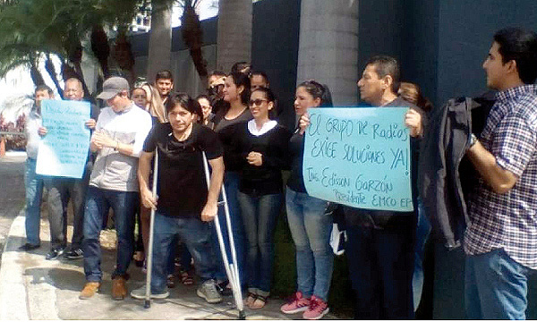 Empleados de 4 medios de comunicación incautados por Alianza País se paralizan por falta de pago
