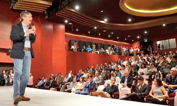 Guillermo Lasso presenta conferencia sobre emprendimiento a jóvenes universitarios de Quito