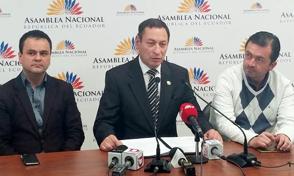 Asambleísta de CREO denuncia  que decreto creado por el terremoto de 2016 viabilizó el lavado de patrimonio