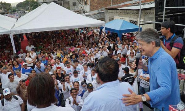 Desde el Suburbio de Guayaquil Guillermo Lasso rinde homenaje a las madres del Ecuador