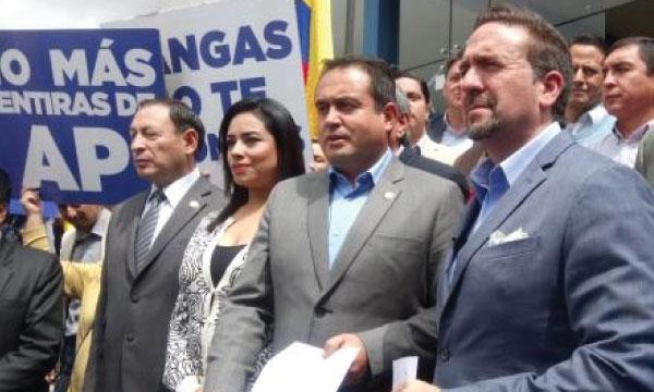 CREO solicita la comparecencia de Mangas en la Fiscalía previo a su salida del país con M. Espinosa