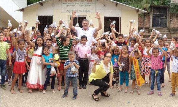 Jama y Bolívar fortalecen la acción social de CREO desde la Provincia de Manabí