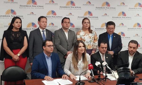 Bloque denuncia conflicto de intereses y monopolio en los seguros públicos en el Gobierno de Moreno
