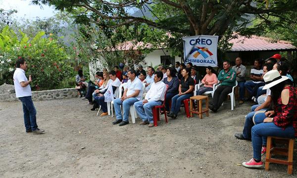 En Alausí provincia de Chimborazo se fortalecen las bases parroquiales y se posesiona a la directiva de Huigra