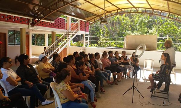 El Frente de Mujeres del cantón Olmedo continúa con los talleres prácticos de capacitación en Loja