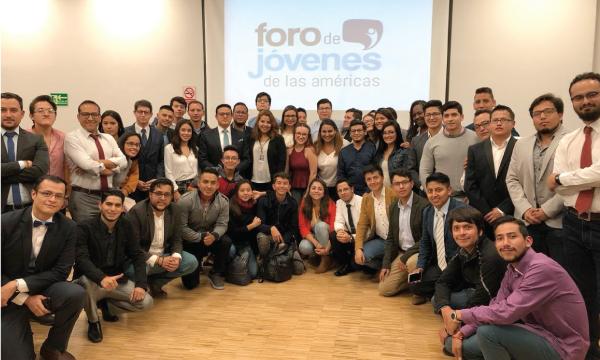 Jóvenes CREO participan en el Foro de las Américas