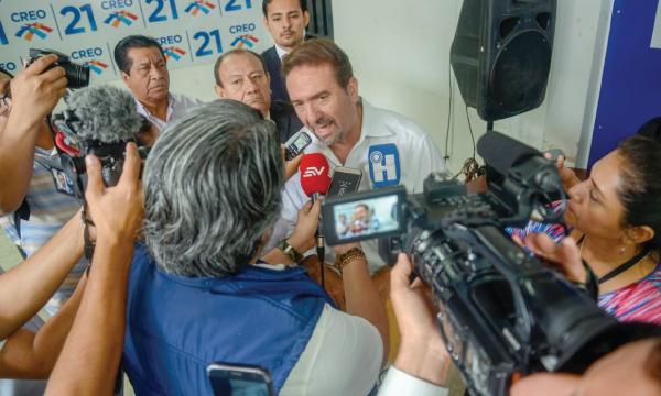 Monge anuncia su defensa ante la demanda penal de Correa y el ex abogado de Polit