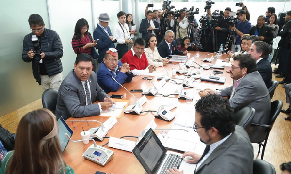 Comisión de Fiscalización aprueba de manera unánime el Juicio Político contra Diana Atamaint