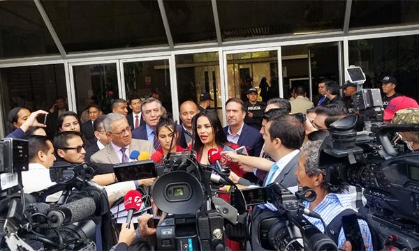 Bloque de CREO llega a la Fiscalía para presentar una denuncia contra la mafia del CNE