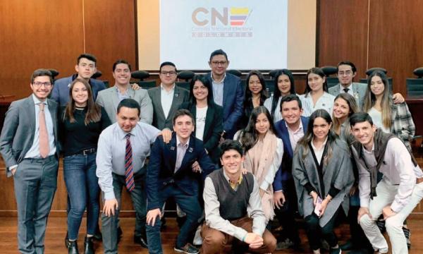 Frente de Jóvenes CREO desarrolla intercambio político desde el Parlamento colombiano