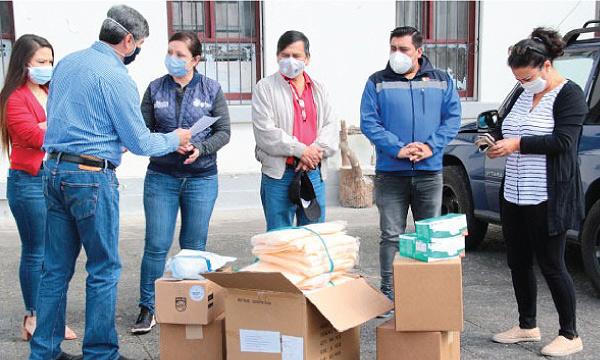 Guillermo Lasso y #SalvarVidasEC llegan con insumos médicos a Otavalo