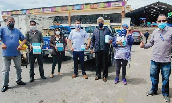 Comerciantes de Quito agradecen a Guillermo Lasso y #SalvarVidasEC por la donación de equipos de protección