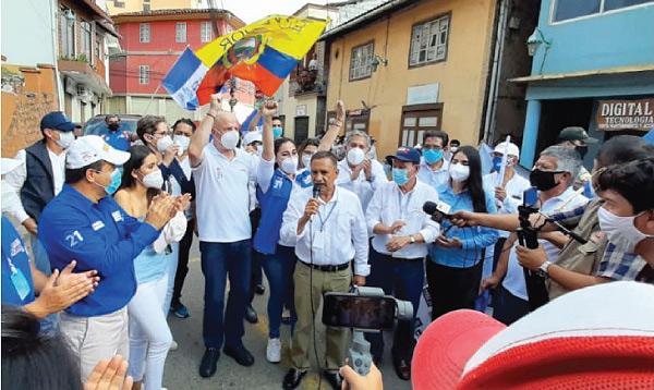 Borrero recorre la provincia de El Oro llevando las propuestas del cambio