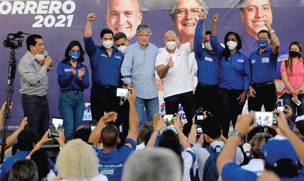 Guillermo Lasso arrancó los recorridos en Guayaquil