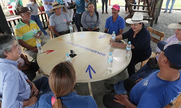 Lasso se comprometió a crear proyectos en beneficio con el Agro