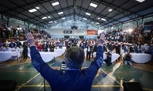 En Cuenca Lasso pide votar por un mejor Ecuador