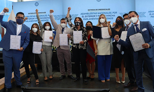 Asambleístas de Pichincha y el exterior recibieron sus credenciales legislativas