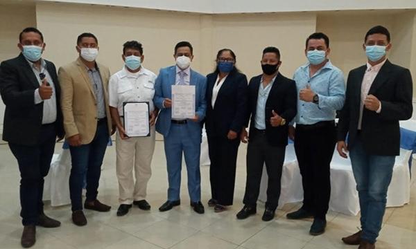 Freddy Rojas recibió credencial como legislador de Galápagos