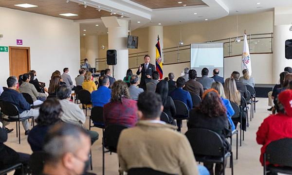 Asambleísta de CREO, Byron Maldonado, presentó dos proyectos en beneficio de los gobiernos locales